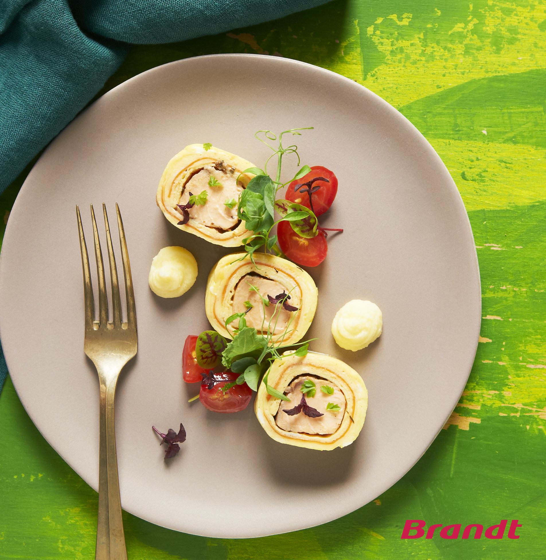 salmon-omelette-roll